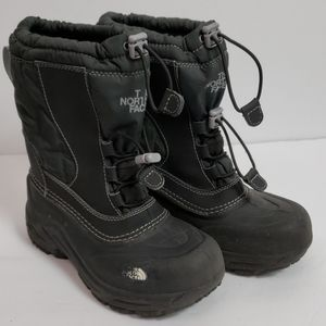 The North Face snow boots sz 2